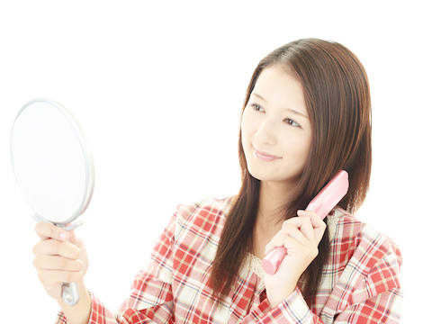 艶髪に必須の豚毛のヘアブラシ、使い方やお手入れは?