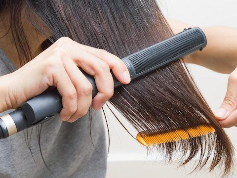 その使い方で大丈夫?くせ毛のための正しいヘアアイロン使用法