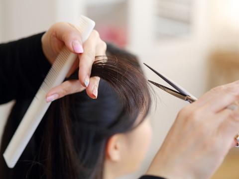 もう切るしかない?傷んだ髪を治す方法と予防策