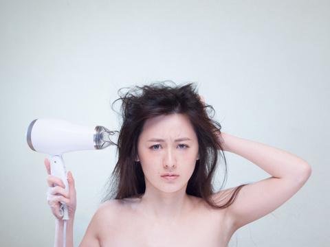 意外と知らない!?女性の抜け毛対策にはシャンプーも重要