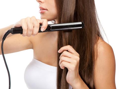 少しでも真っ直ぐ!悩ましいくせ毛の原因と対策