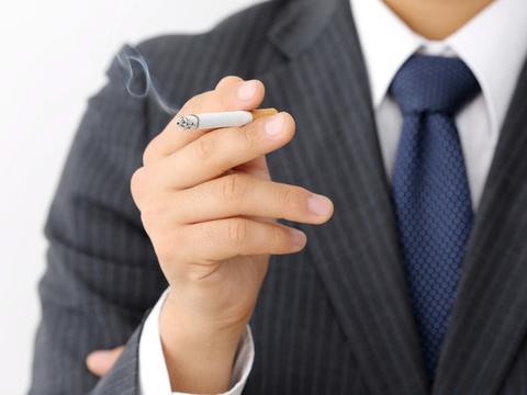 喫煙者はハゲる!?その薄毛はタバコが原因かも