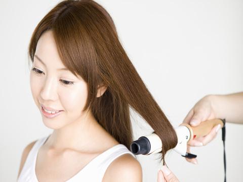 これで髪を傷めない!ヘアアイロン用のスタイリング剤使用のコツ