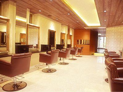 情報の発信地・名古屋の中心地区で感度の高いヘアスタイルにチェンジ♪