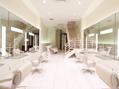 名古屋の中心地区で叶えるハイセンスなヘアスタイル